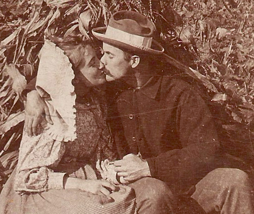 kissing_farmers_closeup